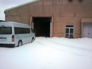 雪降るムラモト押水倉庫