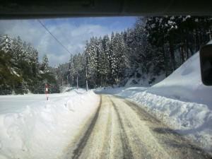 雪の配達みち